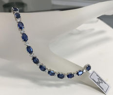 12.08ct Exclusive Diamond and Sapphire Bracelet - 21 Natural Diamonds and 21 Natural Sapphires-Weight: 14.4gr. Length approx 18cm.