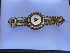 Victorian 9K gold brooch with diamond