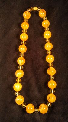 Baltic Amber necklace, egg yolk and lemon colour, No reserve,  85 grams