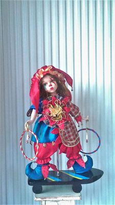 Oncrown clown doll 84/777 of 2003 - exclusive original porcelain doll with stamp and number - Made in England