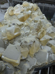 Calcite group, golden yellow crystals undamaged - 40 x 29 x 10 cm - 10 kg