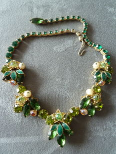 Necklace in crystal and enamel