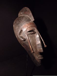 Facial mask with brass plates - MARKA - Mali