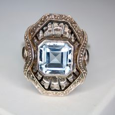 Art Deco ring with light blue Aquamarine in very good condition, circa 1920/40