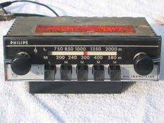 PHILIPS 22RN464 classic car radio - early 1960s - switchable 6 and 12 Volts