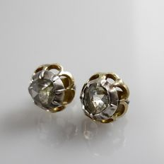Gold ear studs with rose diamonds in silver