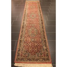 Distinguished hand-knotted oriental carpet, Indo Bidjar Herati, 350 x 80 cm, made in India at the end of the 20th century