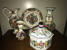 5 x original hand painted vases, plate, jug and cookie jar. Delft, the Netherlands