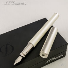 "S.T. Dupont - Néo-Classique Pearlescent ""Laque de Chine"" Fountain Pen 
