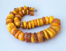 Antique old Baltic amber necklace in butterscotch / honey colour, 89 gram