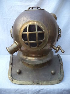Divers helmet/helmet - copper, brass and glass- very heavy - life size. Approx.1950