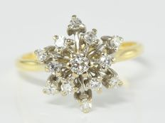 0.47 ct diamond cluster ring in 18 kt gold
