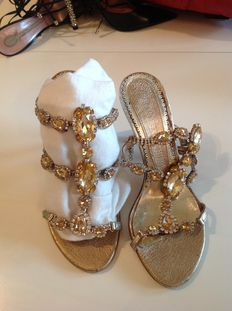 LUCIANO BARACHINI – Exclusive jewelled sandals.