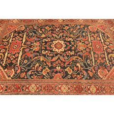 Old high-quality hand-knotted Persian carpet, Sarough Mahal, made in Iran around 1930, plant colours, 200 x 110 cm