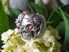 925 silver skull skeleton ring with red corundum - Size 19 mm