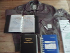 Lot Luchtvaart: oude vliegvest/Heliograph mirror/Jeppesen Airway Manual(2)/Falcon's Pilot Checklist/Flight Info Pubs Europe, N Africa, ME High Alt.