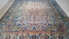 Wonderful, large, Persian Isfahan in beautiful colours