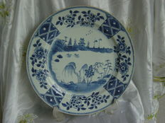 A large porcelain dish – China, 18th century