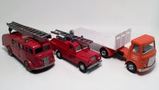 Dinky Toys - Scale 1/43-1/48 - AEC Flat Trailer No.915, Fire Engine No.955 and Landrover Fire Appliance No.252