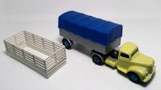 Dinky Toys - Scale 1/48 - Commer Convertible Articulated Truck No.424, scarce