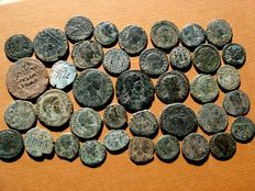 Roman Empire - 39 bronze coins, I-IV centuries A.D. Augustus as, Gallienus, Claudius II, Maximianus I, Constantine I, II, Constans (8), Constantius II (19), Magnentius, Julian II, Valentinian I (2) and other rulers. (39)