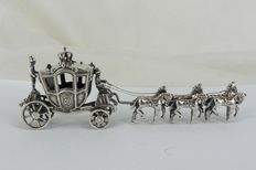 Silver miniature, carriage drawn by 6 horses, rotating wheels, J. Wagner, Haarlem, 20th century