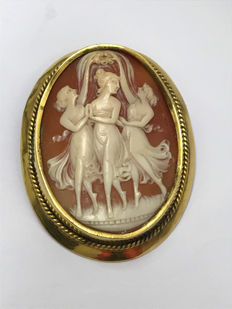 Old gold-plated brooch with cameo of the Three Graces. No reserve price.