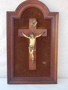 Antique and important niche with Christ carved in bone and walnut wood cross and frame, Italy, early 20th century