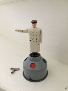 "Schuco, US Zone Germany - Height 12 cm - Tin / Die cast ""FLIC 4520"" with clockwork motor, 1950s"