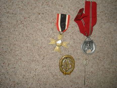 4 Medals: 1 KVK without swords, 1 Winter Medal, 1 Sports Badge with pin