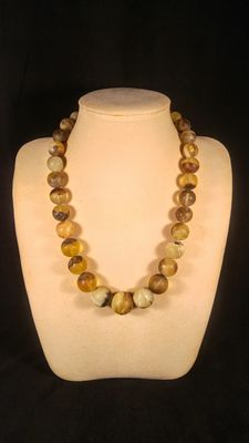 Genuine Baltic amber Green tint Landscape colour necklace, No reserve, 72 grams