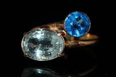 18 kt gold ring set with natural aquamarine and topaz, size US 7.