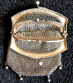 Mesh purse for women with 3 inner pockets – Spain, 1920s