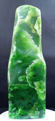 Fine Lush green Nephrite Jade, polished Tumble - 236 x 78 x 62mm - 1634gm