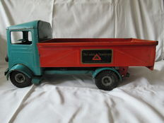 "Tri-Ang, England - Length 47 cm - Pressed steel ""Builder's Lorry"", 1950s"