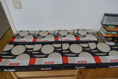Ettore Sottsass for Allesi - 16 plates La Bella Tavola (8 soup plates, 8 dinner plates) in porcelain, new boxed