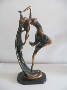 Art Deco sculpture of a woman