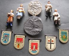 "Military lot 3rd Reich 11 Orginal German badges, 1939 district day at the Western Wall Rzm M9/56 WHW including 4 porcelain figurines ""Working population"" 1 May 1935"