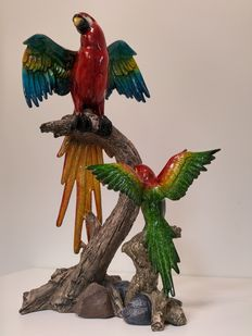 2 parrots of different sizes - ceramic with gloss effect on nature-like base.