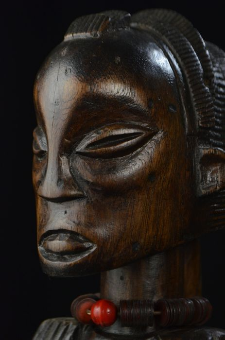 A unique standing female figure - LUBA - D.R. Congo