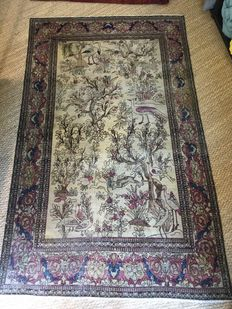Unusual Persian carpet of Ispahan origin, from the end of the 19th century.  Measurements: 220 x130 cm.