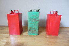 Lot of 3 old vintage/patinaed oil cans from the 1930s to 1954 and the 1950s/60s.