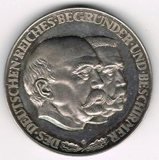 Weimar Republic - Silver Medal No Date commemorating to the Founder and Protector of the German Reich Otto von Bismarck and Paul von Hindenburg