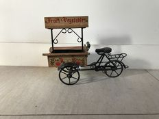 Hand-made vegetable cargo bike with rotatable wheels - scale model