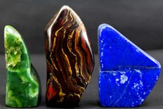 Fine set of tumbles - Nephrite, Tiger's Eye and Lapis Lazuli - 113, 92 and 90mm - 978gm  (3)
