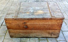 Large wooden box to transport tobacco, 1948