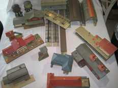 Faller/Vollmer -etc  H0 - 18 pieces with amongst others stations - water tower - etc etc