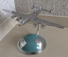 Lokheed (Super) Constellation or Starliner Desktop model op stand - 21e eeuw