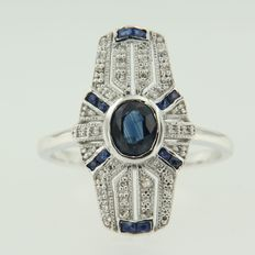 14 kt white gold ring with centrally 0.80 ct oval facet cut sapphire and entourage sapphires and diamonds, ring size 17.25 (54)