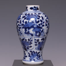 Beautiful blue and white porcelain vase with a flower decoration in panels, marked Artemisia – China – 18th century (Kangxi period)